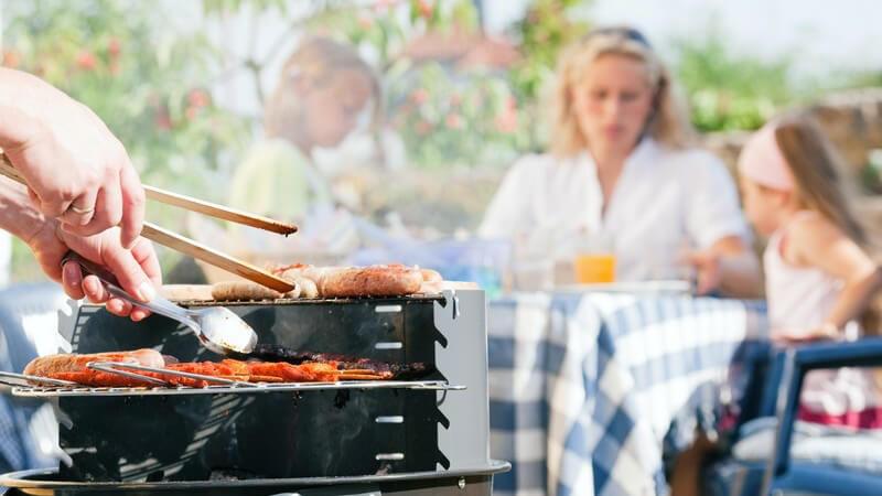 Wer grillt, benötigt eine Menge Zubehör - damit die Grillfreude lange währt, sollte man bei der Auswahl auf gute Qualität achten