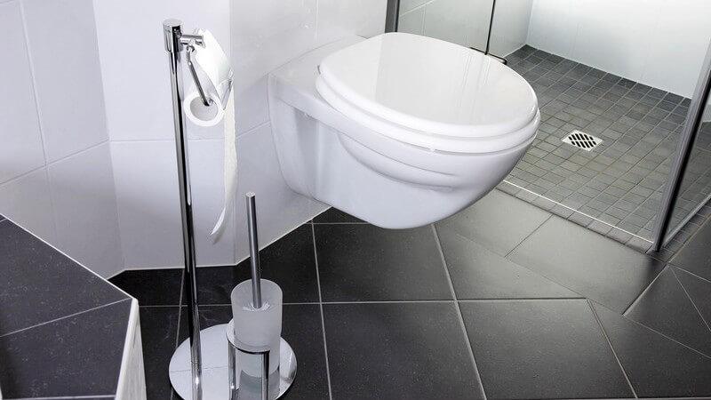 Aufbau und sanitäre Anlagen im Bad