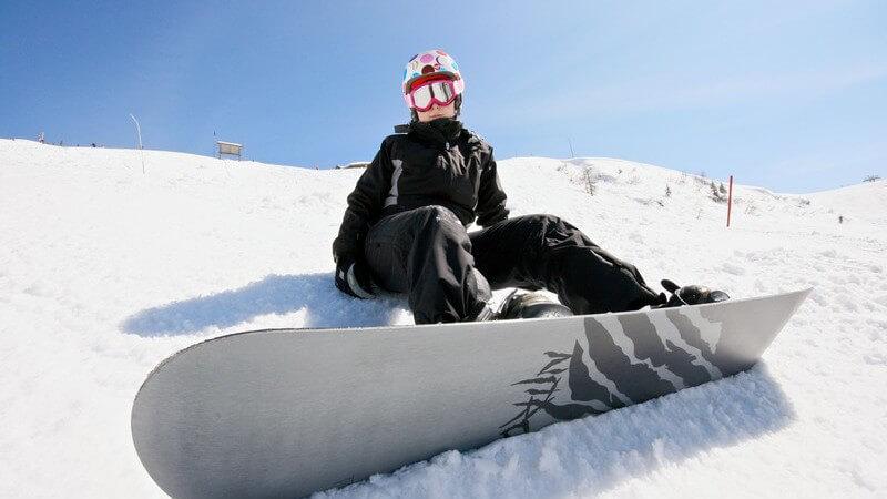 Snowboardtricks werden besonders gerne auf der Halfpipe durchgeführt; mittlerweile gibt es eine Vielzahl an Funparks speziell für die Boarder
