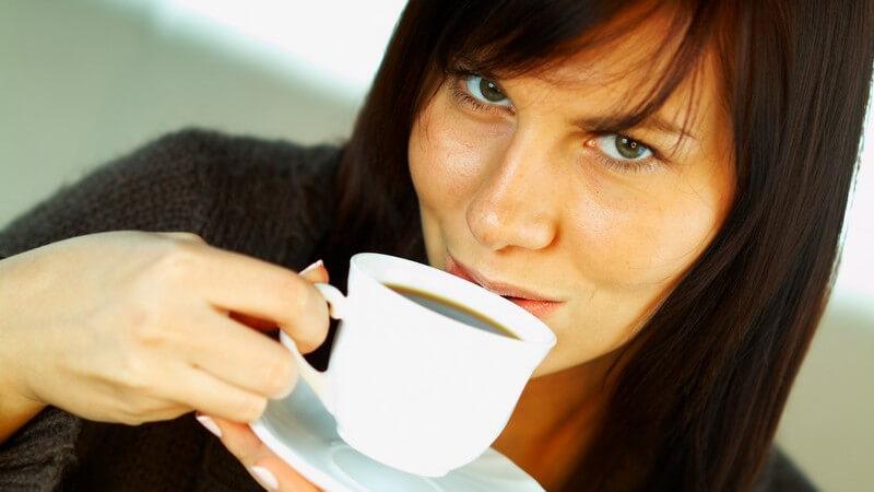 Nützliche Hinweise zum angeblich entwässernden Effekt, zur Auswirkung auf die Leistungsfähigkeit und zu unterschiedlichen Wirkungen, z.B. bei Männern und (schwangeren) Frauen