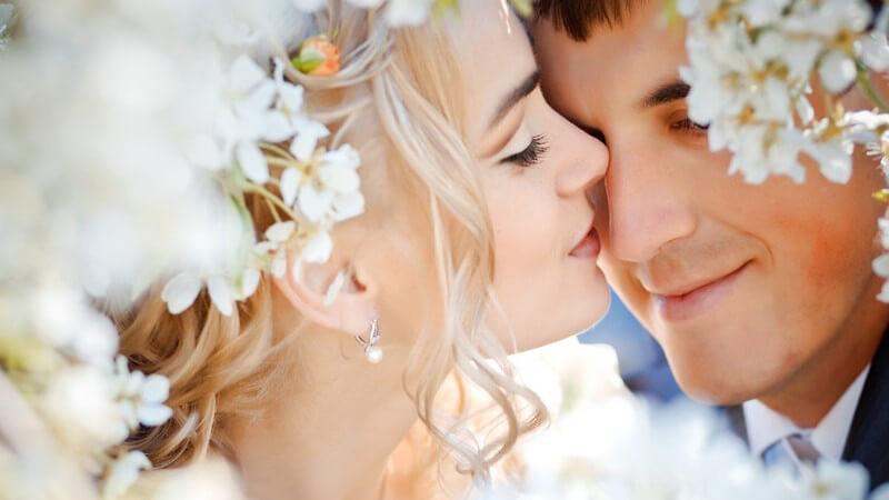 Zu einer perfekten Hochzeit gehören neben dem Brautkleid auch die passenden Accessoires