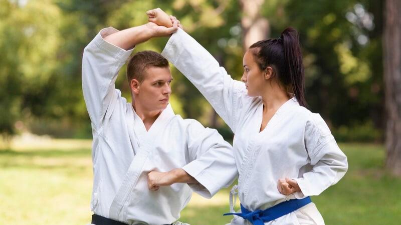 Man unterscheidet zwischen dem Schüler (Kyū) und dem Meister (Dan) - der Kyū hat neun, der Dan verfügt über zehn Grade