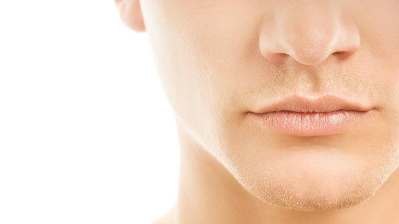 Besonders für Männer mit sensibler Haut eignen sich ein selbst gemischtes Aftershave oder sanftere Alternative-Produkte