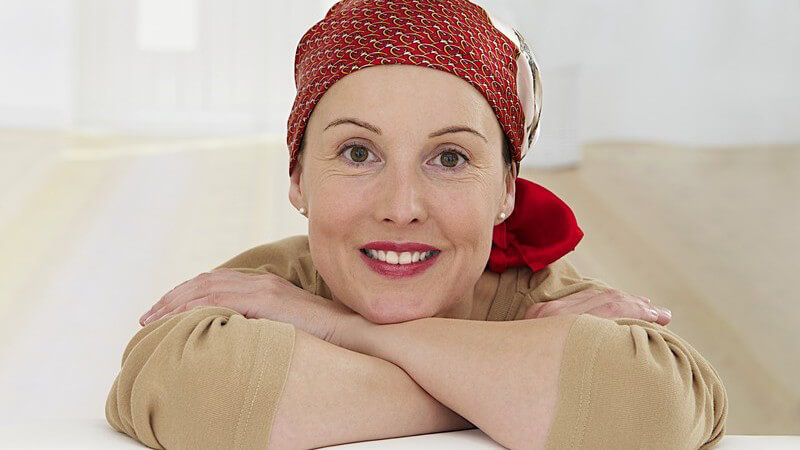 Durch eine Chemotherapie oder Krebsoperation ergeben sich Hautveränderungen, die es bei der Pflege