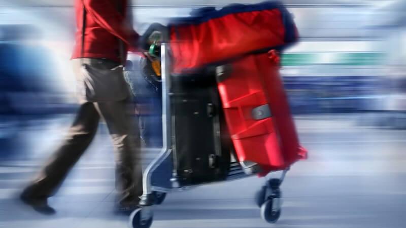 Oftmals stellt sich die Frage, ob man lieber einen Koffer, einen Trolley oder eine Reisetasche in den Urlaub mitnimmt