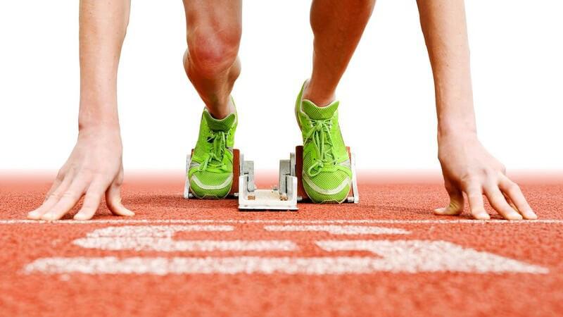Wer die Vorzüge des Sprintens auf Dauer nutzen möchte, sollte zu Beginn ein leichtes Training absolvieren und dieses nach und nach steigern
