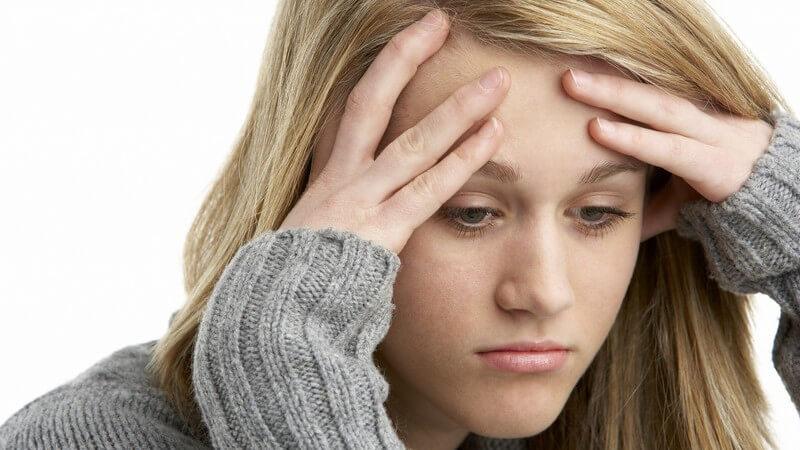 Die Symptome von zu viel Stress können sich sowohl psychisch als auch physisch bemerkbar machen
