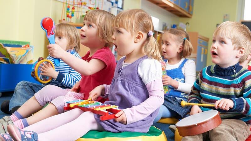 Berufstätige Eltern nehmen Ferienprogramme der Kindergärten gerne in Anspruch