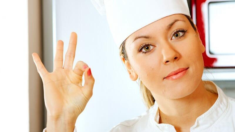 Das Kochen stellt nicht das alleinige Fachgebiet dieser Ausbildung dar - wichtige Fächer sind mitunter auch Warenkunde und Hygiene