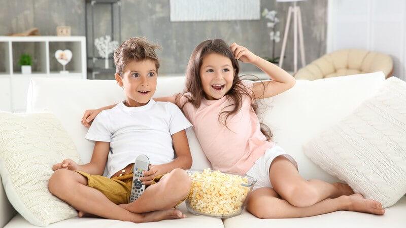 Der Fernsehkonsum zählt in vielen Familien schon in der Kindheit dazu - Fernsehen hat Vor- und Nachteile, nicht nur für Kinder