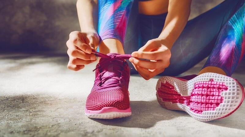 Ob Kind oder Erwachsener, das Binden der Schuhe kann mit unseren Tipps jeder erlernen