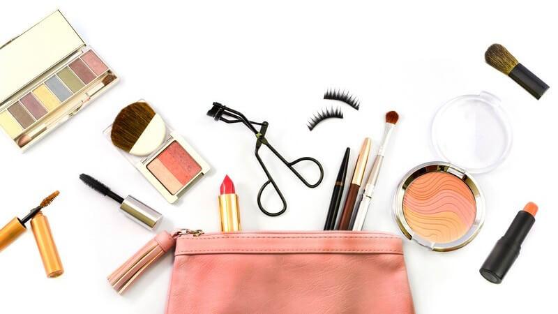 Obwohl Kosmetika nicht in den Bereich der Medizin gehören, können sie die Vorgänge im menschlichen Körper beeinflussen