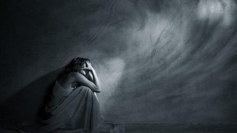 Traumatische Erlebnisse gelten als mögliche Ursache der Trichotillomanie