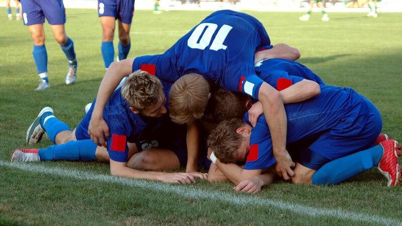 In diesem Artikel informieren wie Sie über die Geschichte, Rekorde und das Regelwerk der Pokalwettbewerbe des Deutschen Fußballs