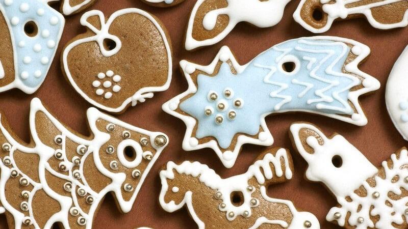 Weihnachtszeit ist Backzeit - wir geben einen Überblick über beliebtes Weihnachtsgebäck und wie Kokosmakronen, Anisplätzchen, Spritzgebäck, Vanillekipferl und Co am besten gelingen