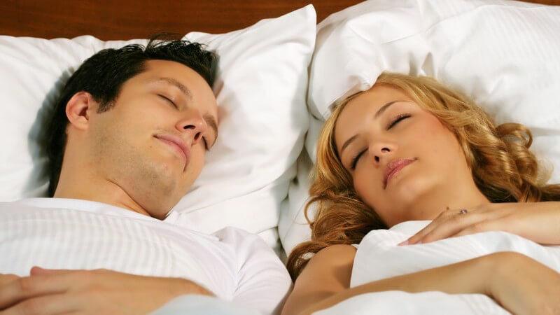 Je nach Schlaftyp fällt es einem leichter, morgens früh aufzustehen oder abends eher einzuschlafen