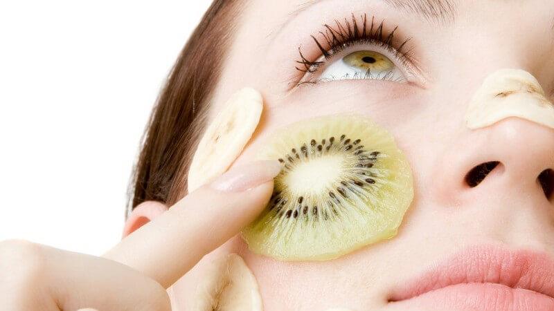 Wir verraten, wie Sie Bananen-Masken, Apfel-Masken, Petersilien-Masken, Gurken-Masken und viele mehr einfach und mit wenigen Zutaten selber herstellen