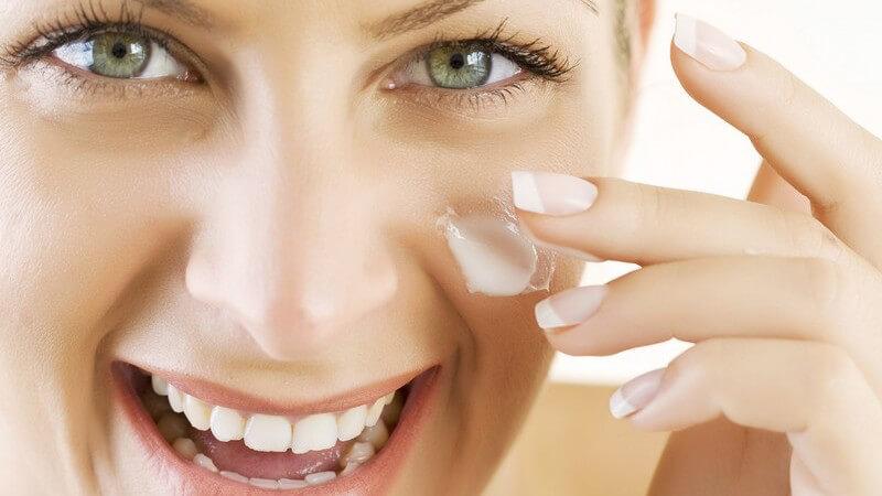 Auf der Basis von Mineralstoffen gibt es sowohl Hautpflegemittel als auch Produkte für die dekorative Kosmetik