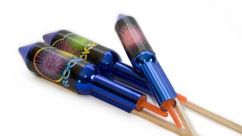 Feuerwerke sind beliebte Bestandteile verschiedener Events und Anlässe - im Umgang sollte man Vorsicht walten lassen, denn sie können gefährlich sein