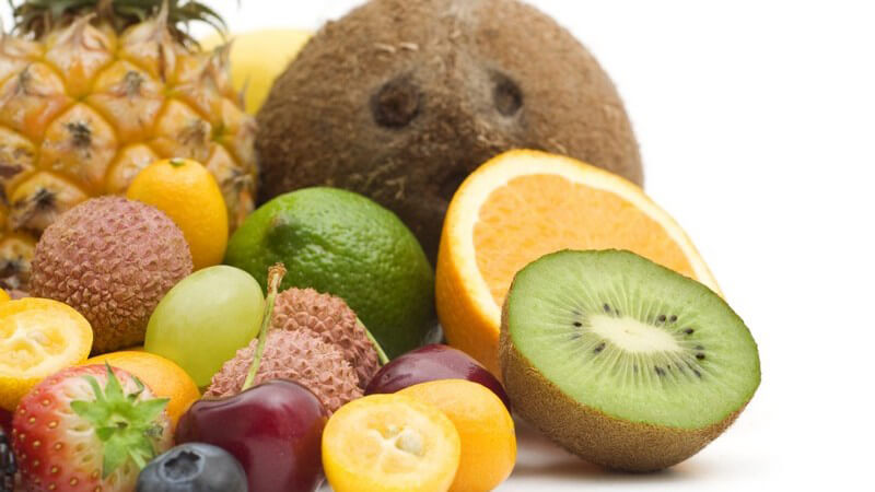 Man unterscheidet Beerenobst, Kernobst, Schalenobst, Steinobst und Südfrüchte