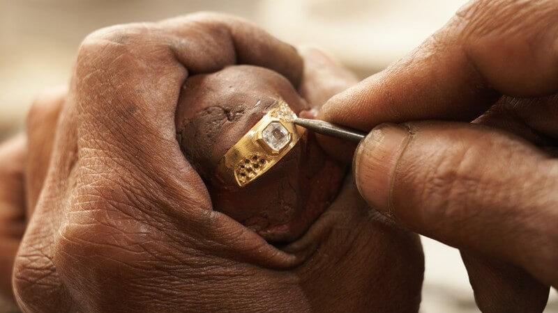 Je höher der Goldgehalt, umso hochwertiger, edler und hautverträglicher ist das Schmuckstück
