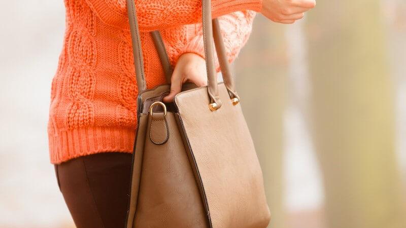 Bei der Auswahl der Handtasche spielen Persönlichkeit, Trendbewusstsein und das Budget eine große Rolle