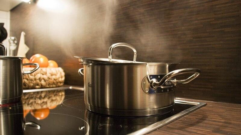 Aufbau der Einbauküche und sonstige Elemente der Grundausstattung einer Küche