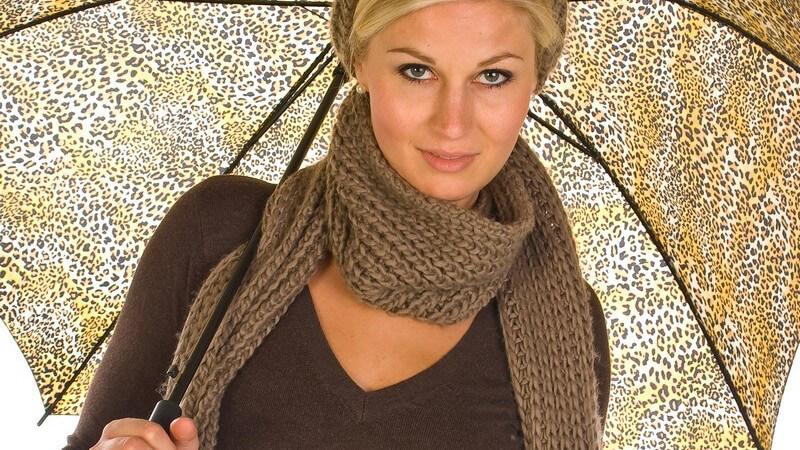 Längst sind Schals aus der Modewelt nicht mehr wegzudenken und bedürfen materialabhängige Reinigung und Pflege