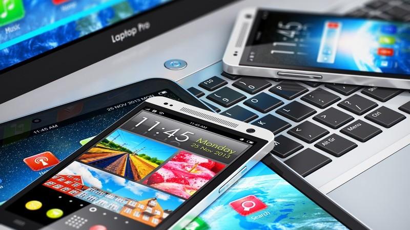 Handys unterschiedlicher Art funktionieren über den Mobilfunk - dabei kann man zwischen der Prepaid- und Vertragsvariante wählen