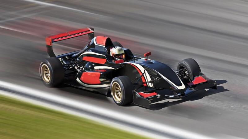 In diesem Artikel erfahren Sie alles, was Sie über die Geschichte, Grundbegriffe und Regeln der Formel 1 wissen müssen