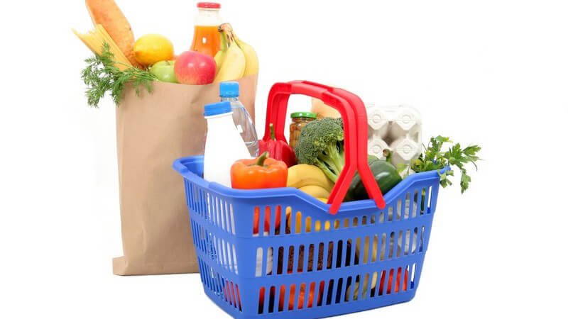 Die Einkäufe können in den unterschiedlichsten Taschen und Tüten nach Hause gebracht werden - der Umwelt zuliebe wird immer häufiger auf Plastiktüten verzichtet