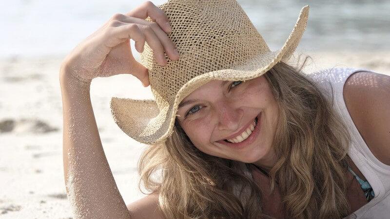 Der perfekte Look auf der Sommerparty für Strandnixen und Beachboys