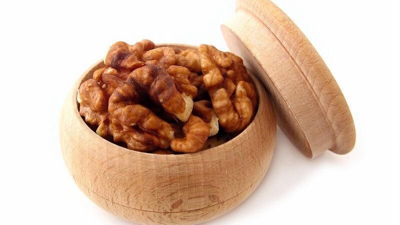 Die Arminosäure Arginin kommt vor allem in verschiedenen Kernen und Nüssen vor, wie z.B. in Erdnüssen, Kürbiskernen, Pinienkernen oder Walnüssen