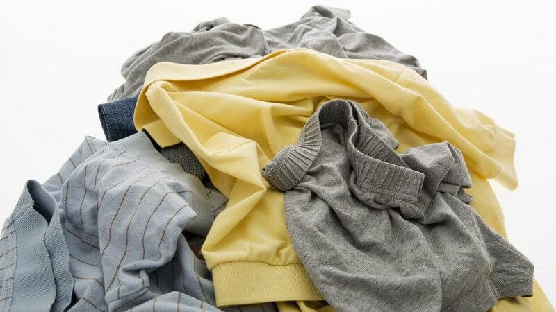Um geschrumpfte Kleidungsstücke oder wellige Reißverschlüsse zu vermeiden, sollten Sie diese Hinweise berücksichtigen