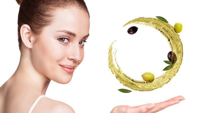 Mit Olivenöl kann man sich ganz einfach eine reichhaltige Gesichtspflege oder ein reinigendes Peeling selber herstellen