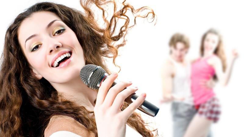 Für die Erzeugung der Singstimme bedarf es einiger Voraussetzungen - Auch die Artikulation sowie ein Gefühl für Rhythmus und Tonalität sollten vorhanden sein