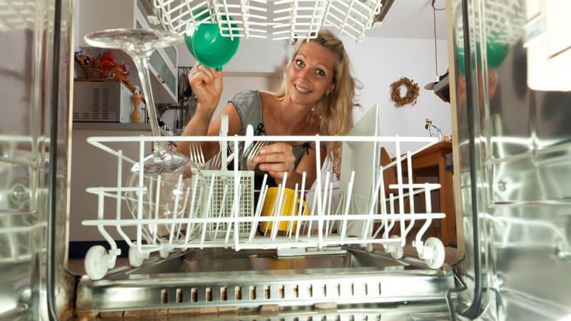Wir informieren über die Vorzüge von Spülmaschinen und zugehörigen Tabs und geben Tipps, was zu tun ist, wenn sich das Spülmaschinenpulver nicht ganz auflöst