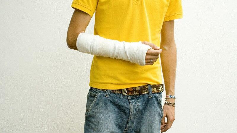 Je nach Schweregrad und Verlauf der Bruchlinie unterscheidet man zahlreiche Arten von Knochenbrüchen