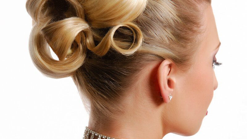 Um als Haarmodel Geld verdienen zu können, sollte man neben einer gepflegten Haarpracht auch bestimmte weitere Voraussetzungen mitbringen