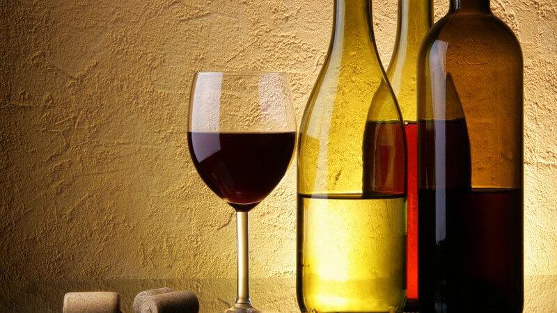 Man beurteilt unter anderem Farbe, Geruch und Geschmack des Weins