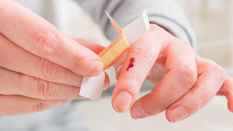 Ein Mangel an Blutplättchen sowie Fehlfunktionen der Blutgerinnungsfaktoren zählen zu den möglichen Ursachen