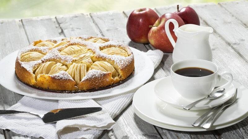 Ob Apfelkuchen oder Pflaumenkuchen -  Kuchen und Früchte lassen sich wunderbar vereinen und sind in der Regel auch mit wenigen Handgriffen kreiert
