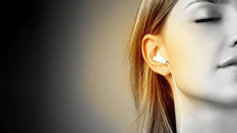 Musik ist in vielen Bereichen des Lebens ein beliebter Begleiter - das Hören der musikalischen Klänge hat einige Effekte auf Körper und Seele