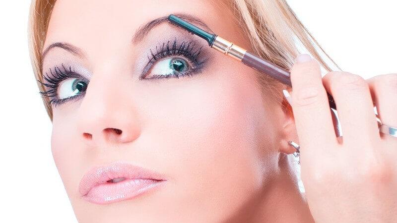 Wir verraten Ihnen, wie das richtige Make-Up für das reife Gesicht aussieht und Sie 10 Jahre jünger erscheinen lässt