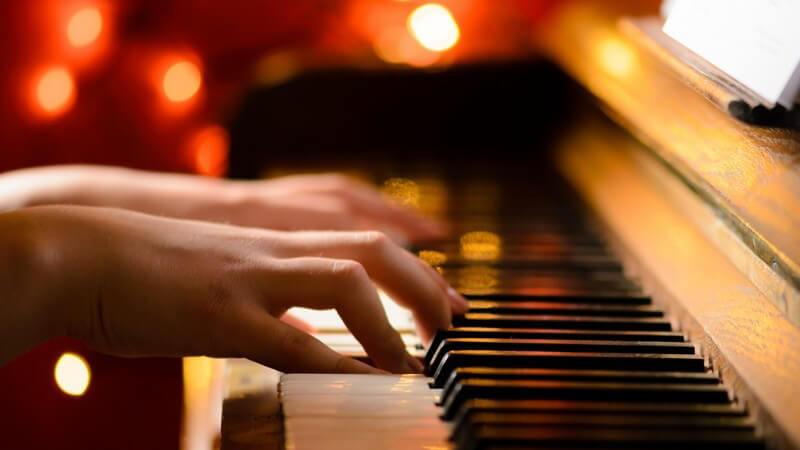 Von Sehnenreizungen über Bandscheibenschäden bis hin zum Hörsturz - berufsbedingte Leiden kommen bei Musikern häufig vor