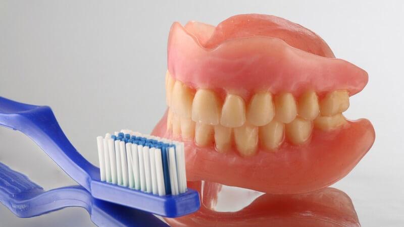 Tipps zur Reinigung von Zahnprothesen