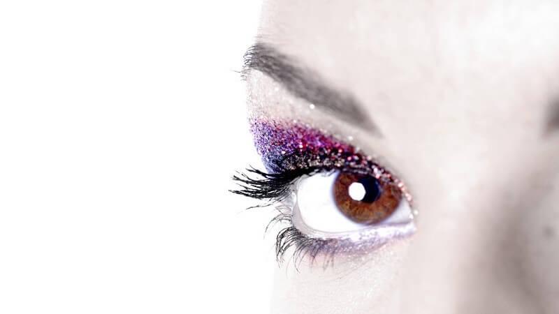 Wir verraten Ihnen, womit und wie sie die beliebtesten Augen-Make-up-Looks auch zuhause entstehen lassen können