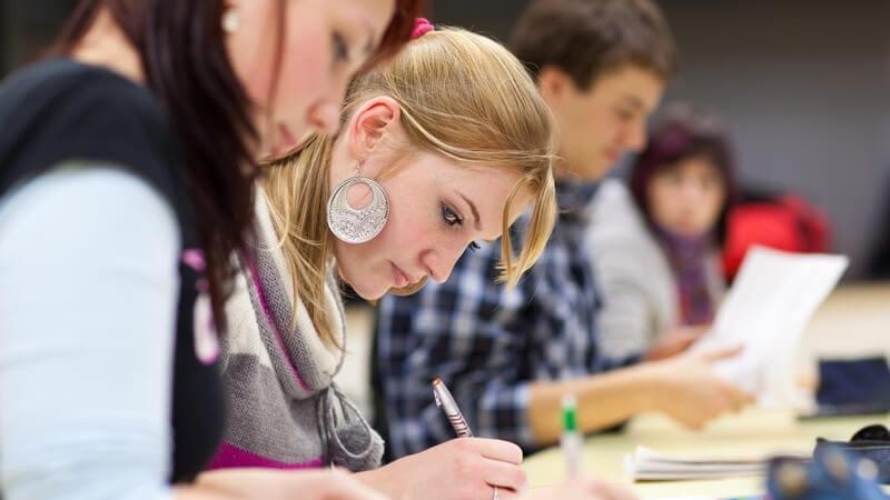 Über die unterschiedlichen Klausuren und die Fehleranalyse bei Klassenarbeiten