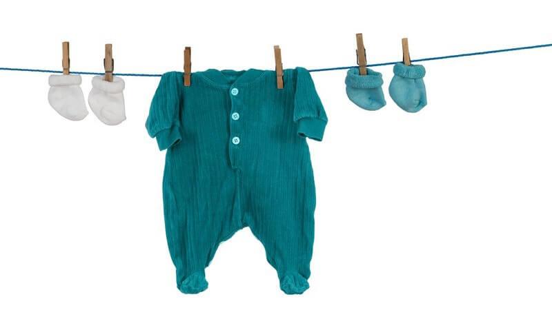 Die Kleider- und Schuhgröße von meinem Baby ermitteln