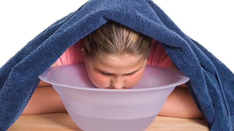 Hilfreiche Tipps und Hinweise dazu, wie Sie Ihr Gesicht mit heißem Wasserdampf reinigen und wann Sie dies lieber lassen sollten